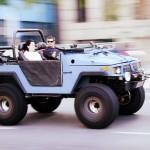 Não vendo ninguém pela frente a bordo do jeep Engesa