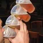 Como beber quatro copos de cerveja de uma só vez