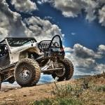 Wallpaper de paisagem com big Jeep Wrangler TJ branco