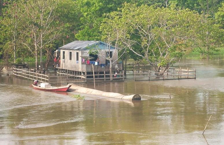 Sossego na margem esquerda do Rio Solimões
