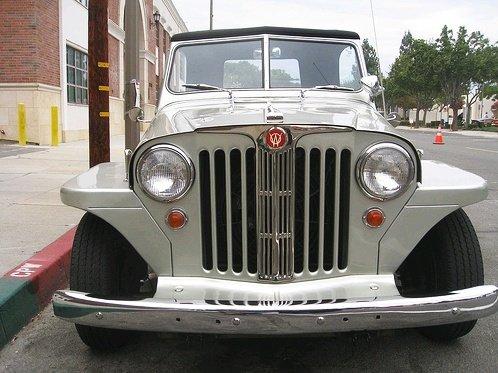 Jeep prateado reforma modelo Jeepster