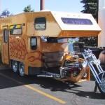 Trailers e reboques bagageiros puxados por motocicletas