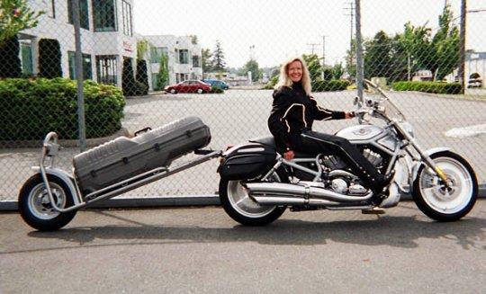 Motocicleta com reboque bagageiro