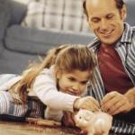 Cofrinho de moedas: criança aprende a poupar se divertindo