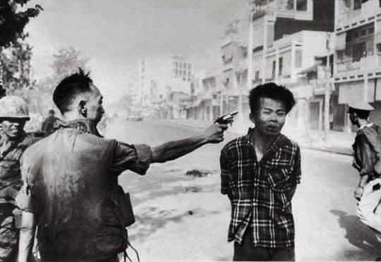 General vietnamita Nguyen Ngoc Loan - execução de vietcong