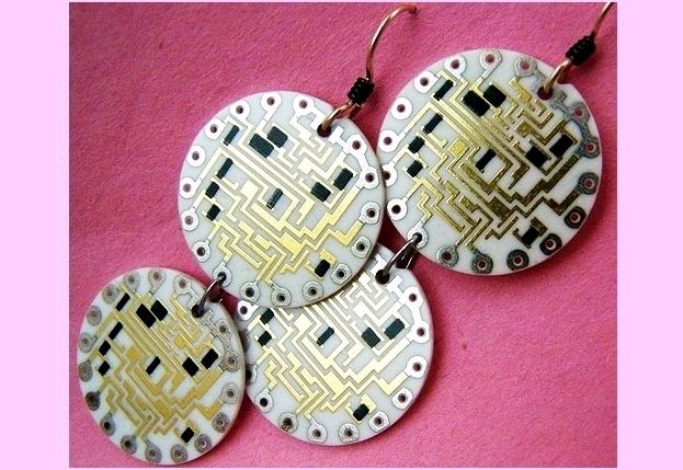 Joias de sucata eletronica reciclada