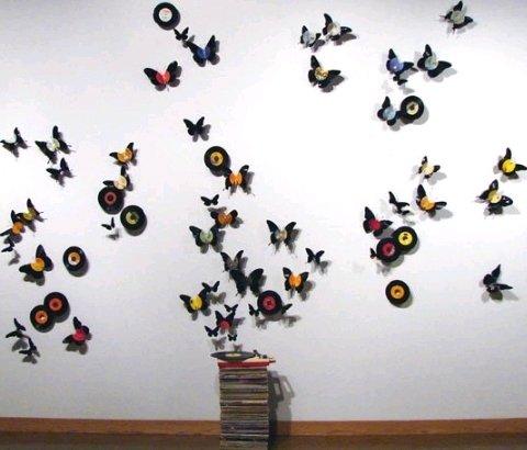 Objetos artesanais com discos long-play de vinil