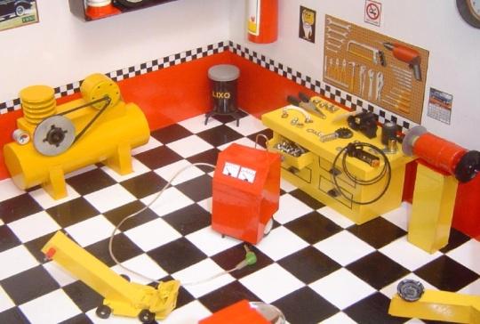 Réplica em miniatura de oficina mecânica