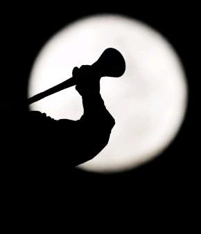 Toque de silêncio com vuvuzela