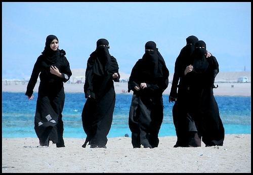 Moda praia do Serra: Burka + Bikini = Burkini