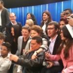 """Tietagem: após debate na TV Globo """"indecisos"""" cercam Dilma para fotos e autógrafos"""