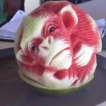 Macaco comestível: incrível arte da escultura em melancia