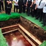 A obesidade provoca transtornos até na hora do enterro