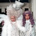 Presente de Papai Noel: Elton John realiza sonho de ser mãe