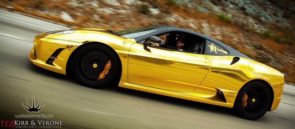 Ferrari de ouro maciço