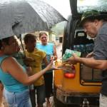 Jipeiros socorrem vítimas da tragédia na região serrana do Rio
