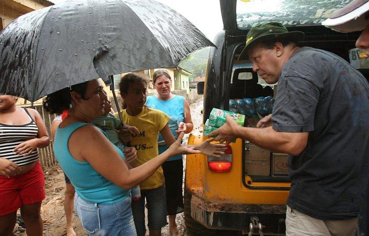 Jipeiros ajudam região serrana do Rio