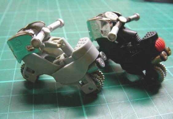 Motos com isqueirinhos descartáveis BIC