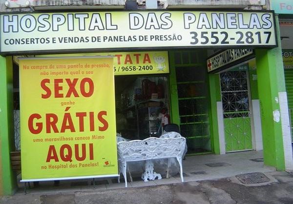 Anúncio em fachada de loja