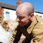 Cadelinha é salva por bombeiro com respiração boca a boca