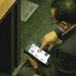 Deputado flagrado vendo vídeo pornô em tablet no plenário