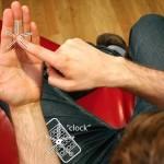 Tecnologia invisível: um iPhone imaginário na palma da mão