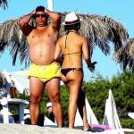 Ronaldo Fenômeno é flagrado em praia chique com barriga enorme