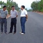 Analfabeto em Photoshop faz três chineses levitarem na estrada