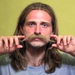 Vídeo cria a ilusão de cabelo e barba nascendo num careca