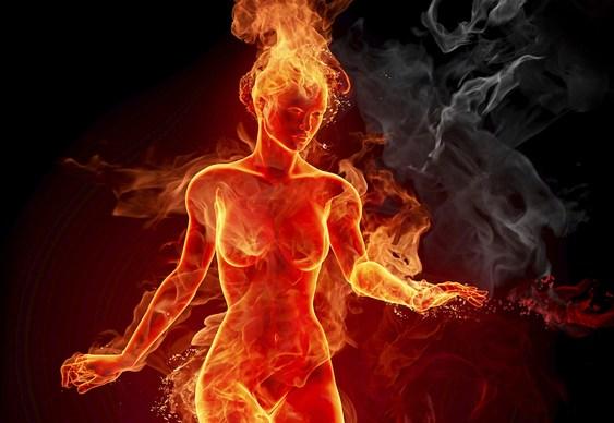 Mulher pegando fogo