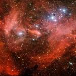 Lambda Centauri: uma 'galinha fugitiva' vermelha brilha no céu