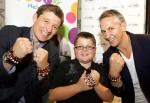 Menino da campanha das pulseiras morre de câncer