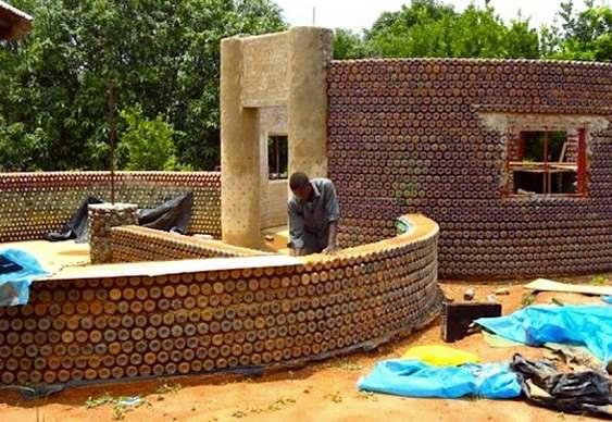 Construção com garrafas plásticas