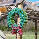 Enfeites de Natal reciclados com latas de alumínio e molho de tomate