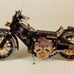 Miniaturas de motos com sucata reciclada de relógio de pulso
