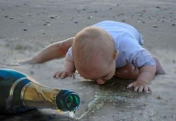 Criança bebendo