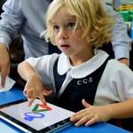 Mochila, livro e caderno na escola pra quê, se tem tudo no iPad?