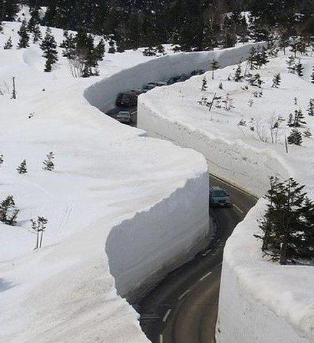Neve cobre estrada