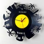 O que fazer com discos de vinil antigos? Relógios de parede!