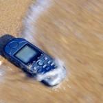 Cuidados para evitar que o seu celular morra afogado no verão