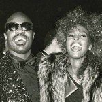 Stevie Wonder homenageia Whitney com Ribbon In The Sky