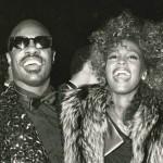 Stevie Wonder homenageia Whitney com Ribbon In The Sky