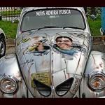 Valmir gasta 27 mil com reforma de Fusca e ainda pinta foto no capô