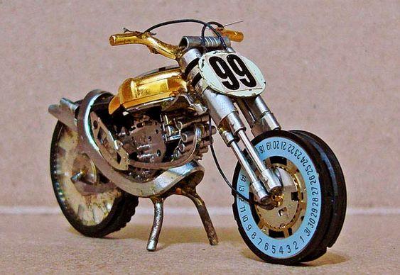 Motocicleta - sucata relógio