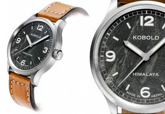 Relógio com pedra do Monte Everest