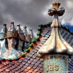 Homenagem de Gaudí a São Jorge Guerreiro no telhado da Casa Batlló
