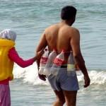 Colete salva-vidas reciclável e piada sobre náufragos