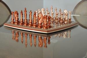 Peças e tabuleiro de jogo de xadrez decorativo