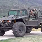 Buggy off-road com aparência militar de mini jeep Hummer