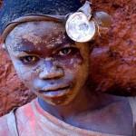 A morte de crianças africanas em minas do Congo por celulares